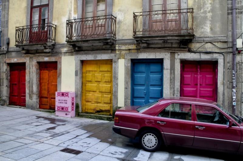 Bunte Türen in der Rua das Flores.
