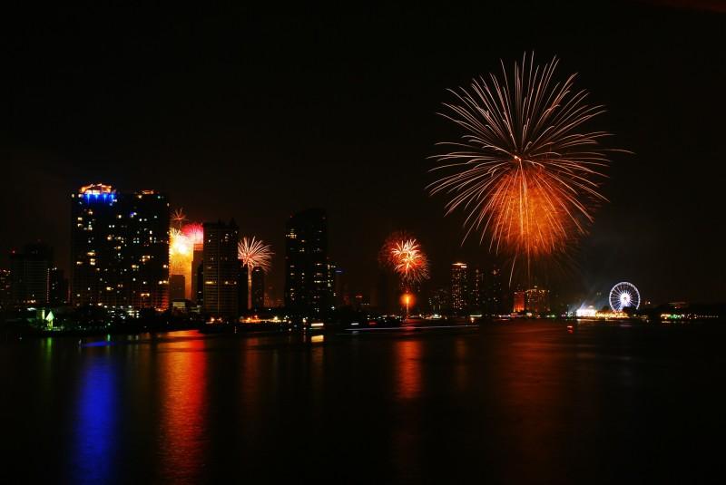 fireworks-585332_1920