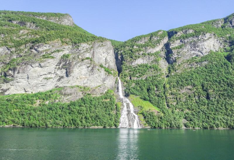Norwegen Kreuzfahrt Geiranger Fjord Wasserfall