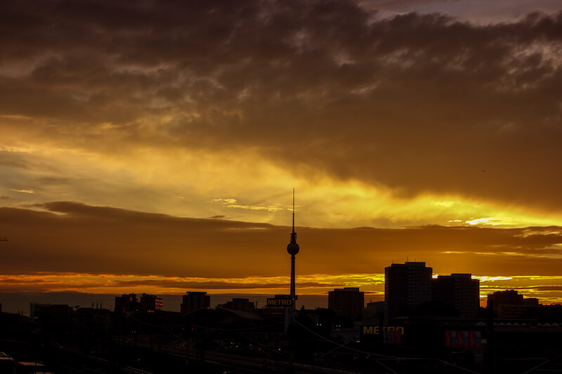 sommer-in-berlin-sonnenuntergang-alex