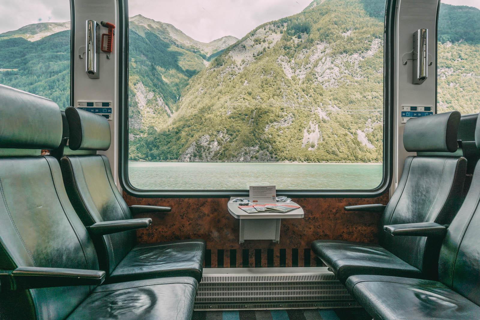 Graubuenden Bernina Express Panoramawagen Schweiz