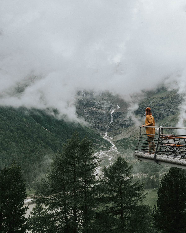 Graubuenden Bernina Express Schweiz Alp Gruem