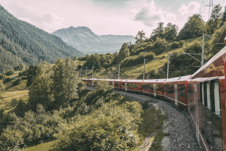 Graubuenden Schweiz Bernina Express Alpen