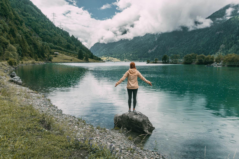 Graubuenden Schweiz Bernina Express Lago di Poschiavo