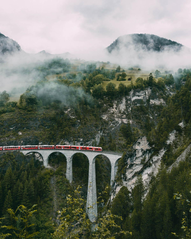 Graubuenden Schweiz Bernina Express Landwasser Viadukt
