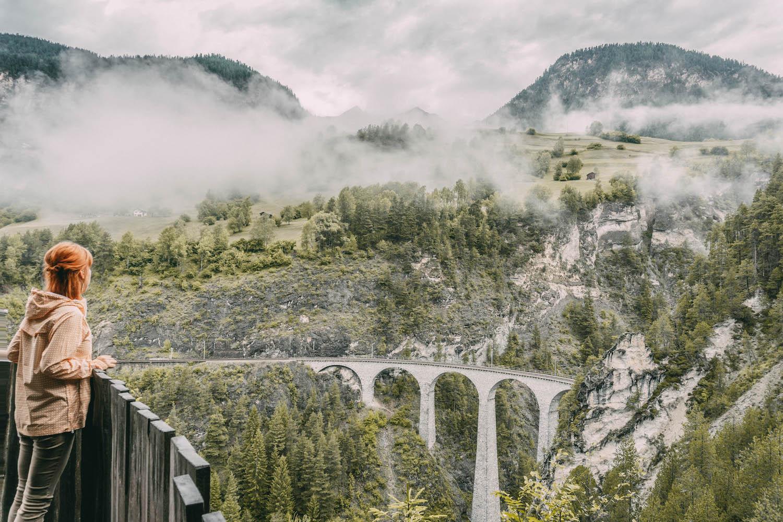 Graubuenden Schweiz Landwasser Viadukt Bernina Express