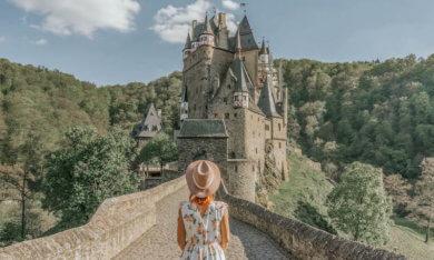 Heimkehren nach einer langen Reise Burg Eltz Deutschland