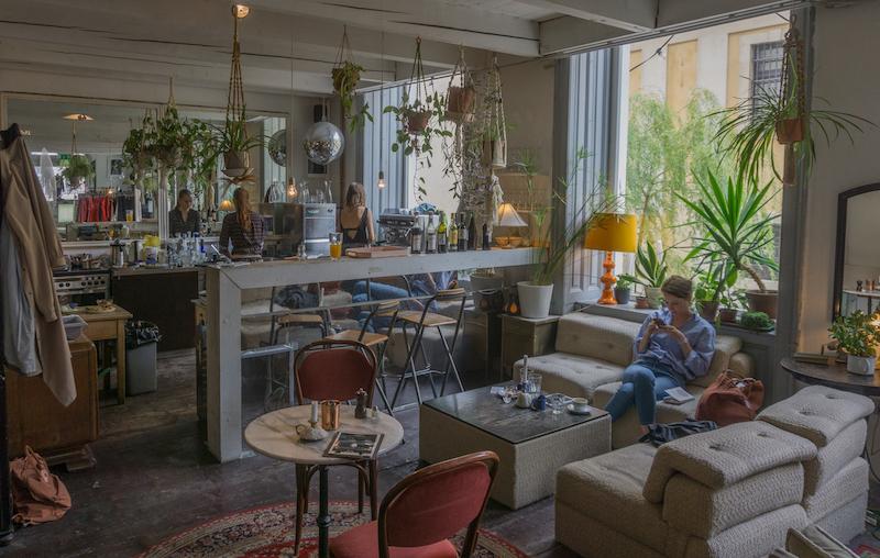 Donau Kreuzfahrt Wien Cafe in der Burggasse