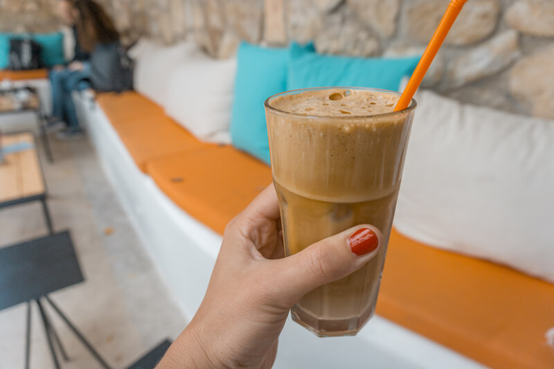 Segeln in Griechenland Korfu Stadt Frappe Cafe