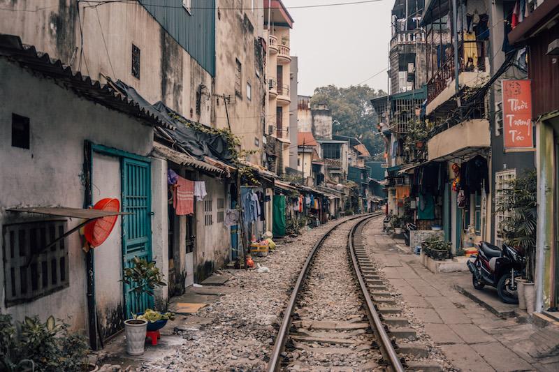 Vietnam Rundreise Hanoi Bahngleise