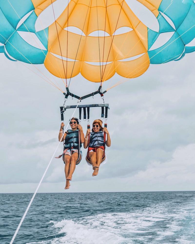 Nassau Bahamas Paradise Island Parasailing