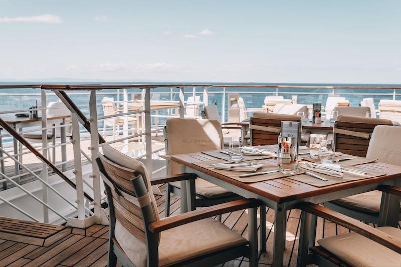 EUROPA 2 Yacht Club Restaurant