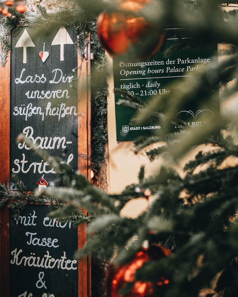 Salzburg im Winter Hellbrunn Weihnachtsmarkt