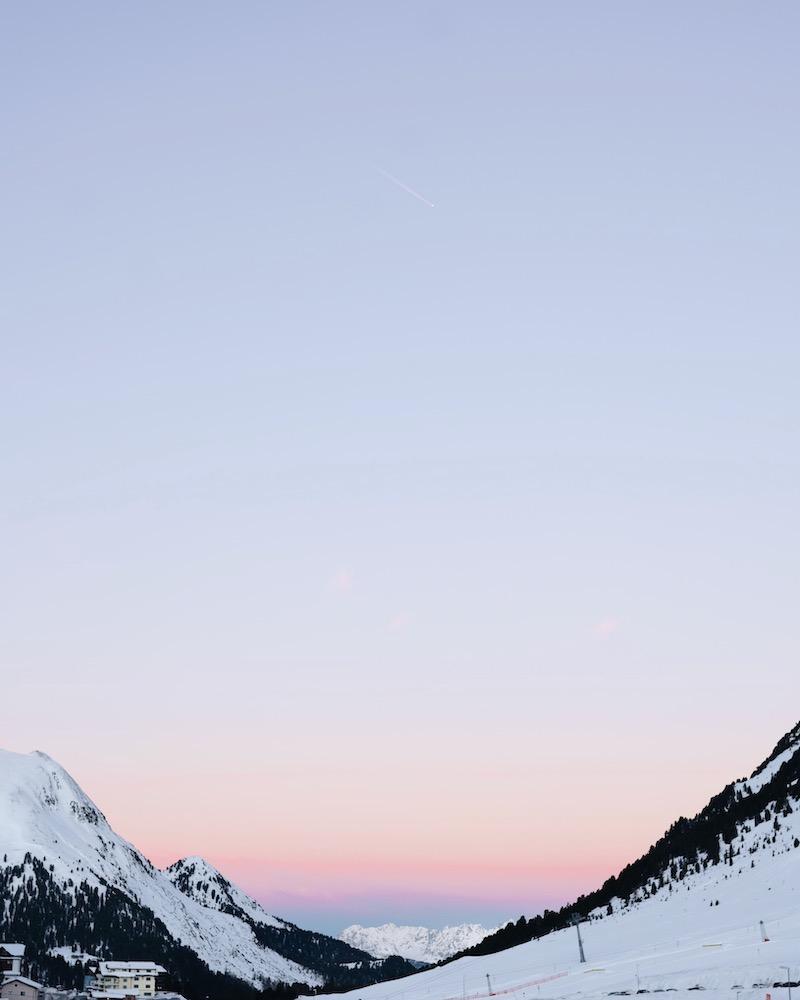 Iglu Übernachtung Sonnenaufgang