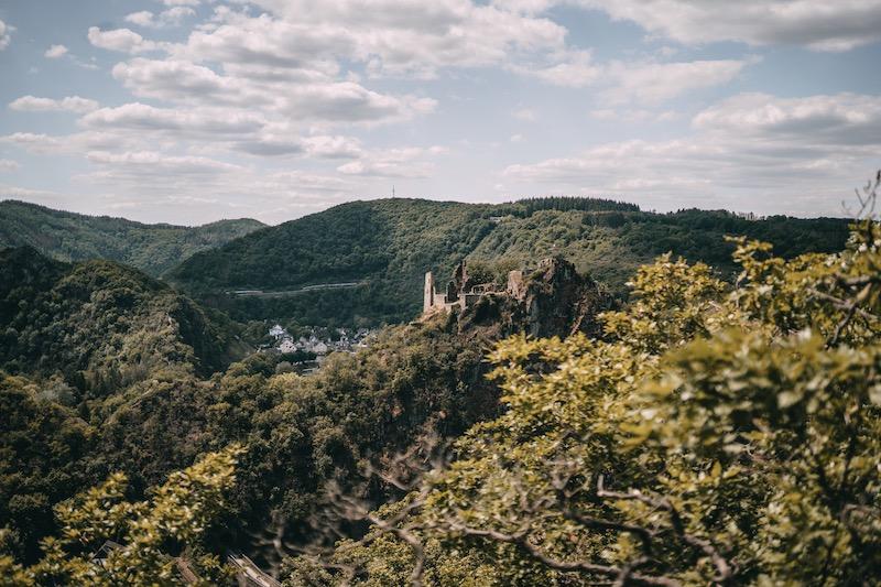 Wandern im Ahrtal Burg Are
