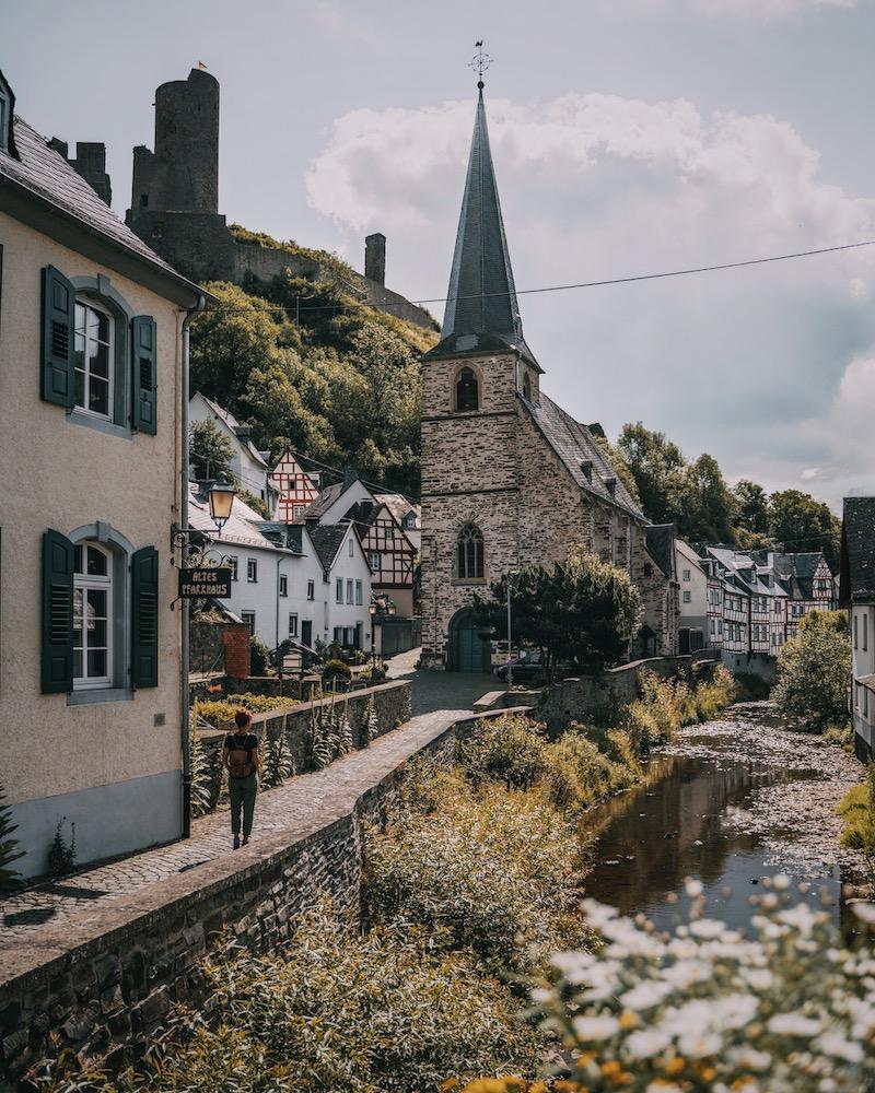 Kirche Monreal