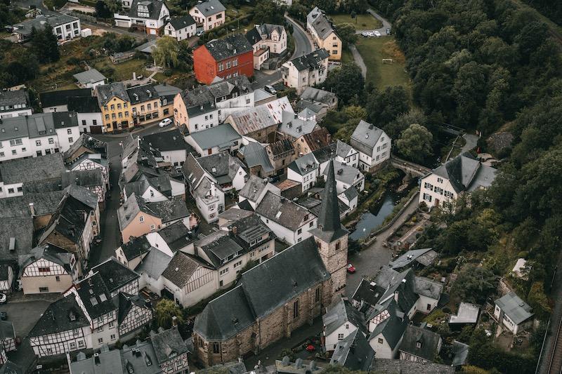 Löwenburg Blick Monreal